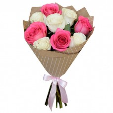 Букет Белые и розовые розы в крафте...